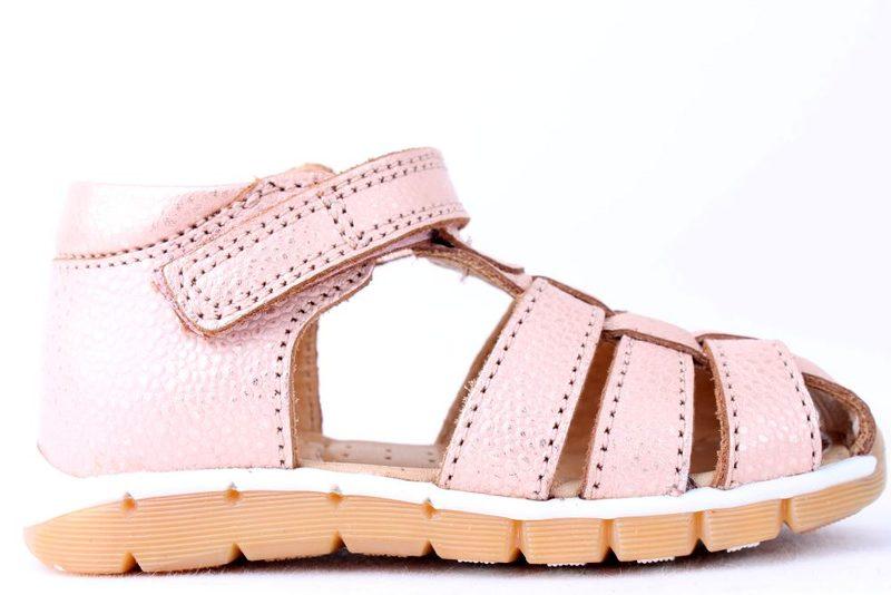 17efda6f205a Køb BISGAARD MED LUKKET TÅ BLUSH Her - Salg af Pige sandaler